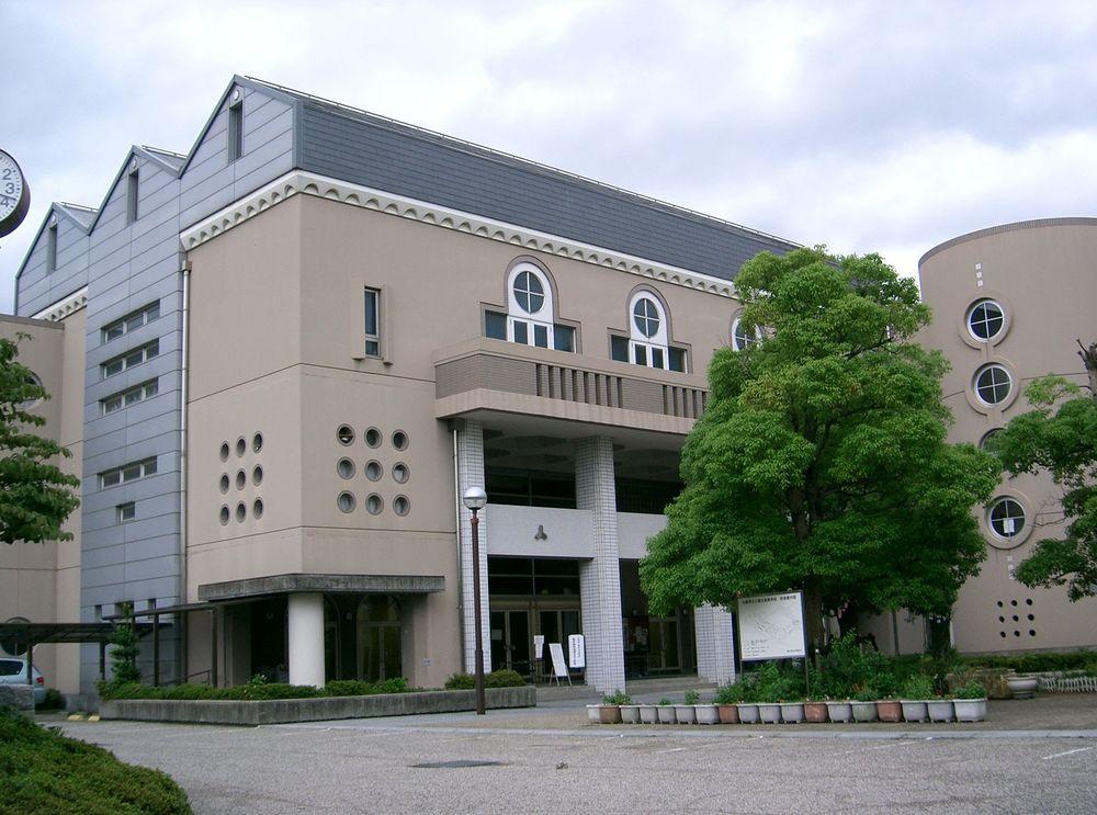 https://ja.wikipedia.org/wiki/大阪府立三国丘高等学校