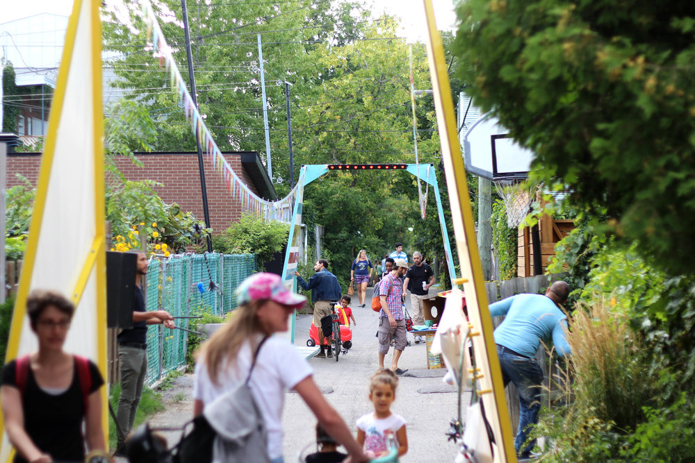 Chats de ruelles - Montreal's 375th anniversary