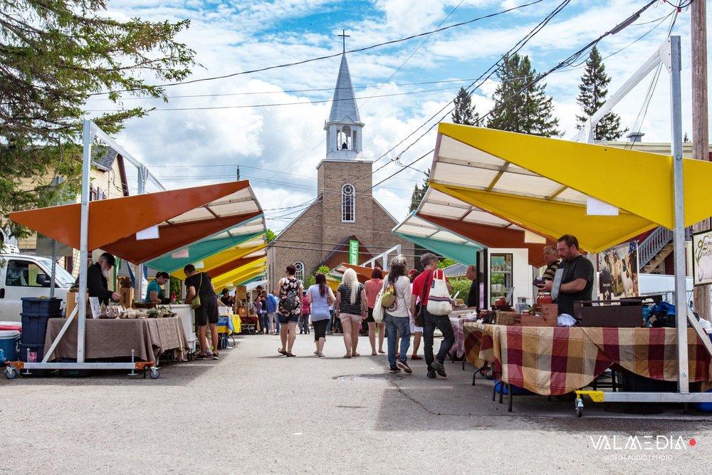Place publique et marché de Val-David