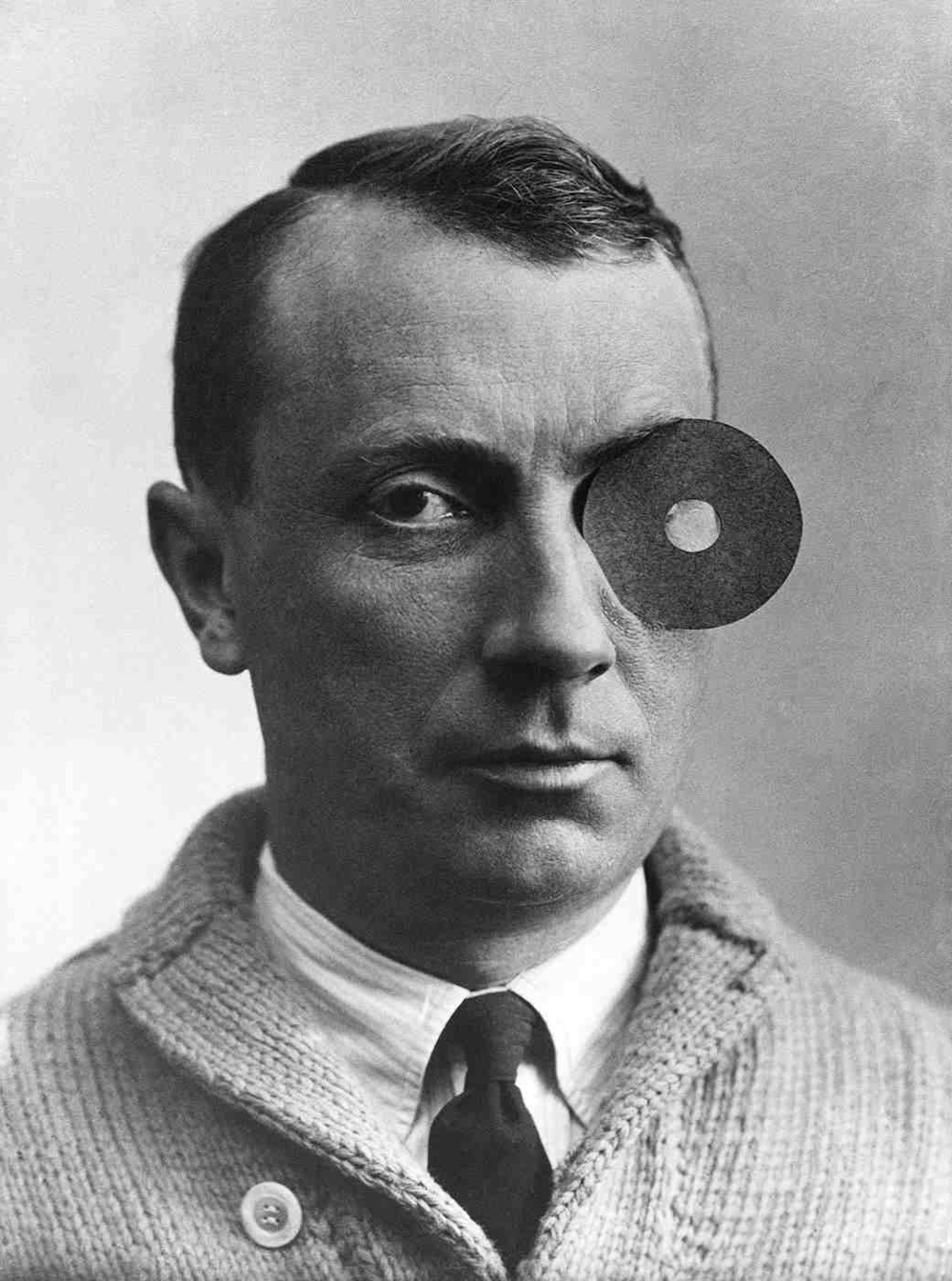 Jean Arp pHOTOGRAPHER: UNKNOWN