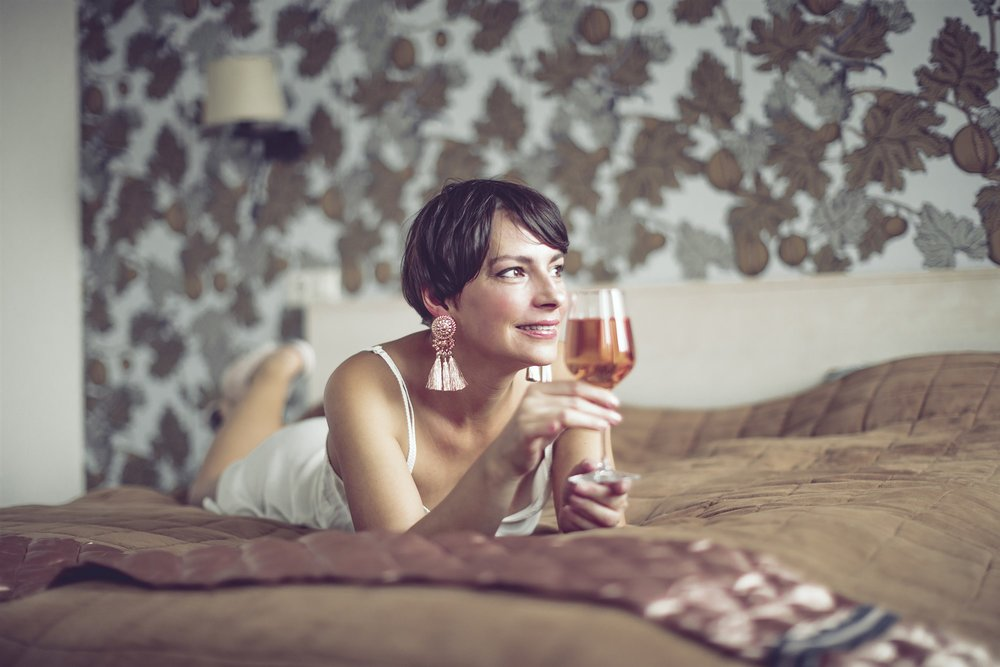 180801-stock-woman-wine-bed-pajamas-ew-126p_db060bd04302ddaddb2528172042918e.fit-2000w.jpg