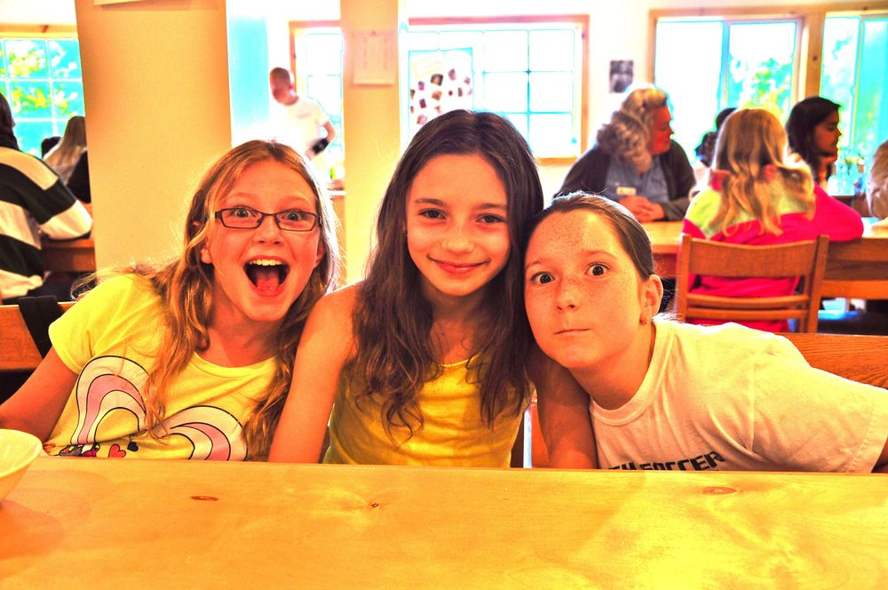 lydia-bella-and-olivia-let-their-crazy-out-at-lunch.jpg