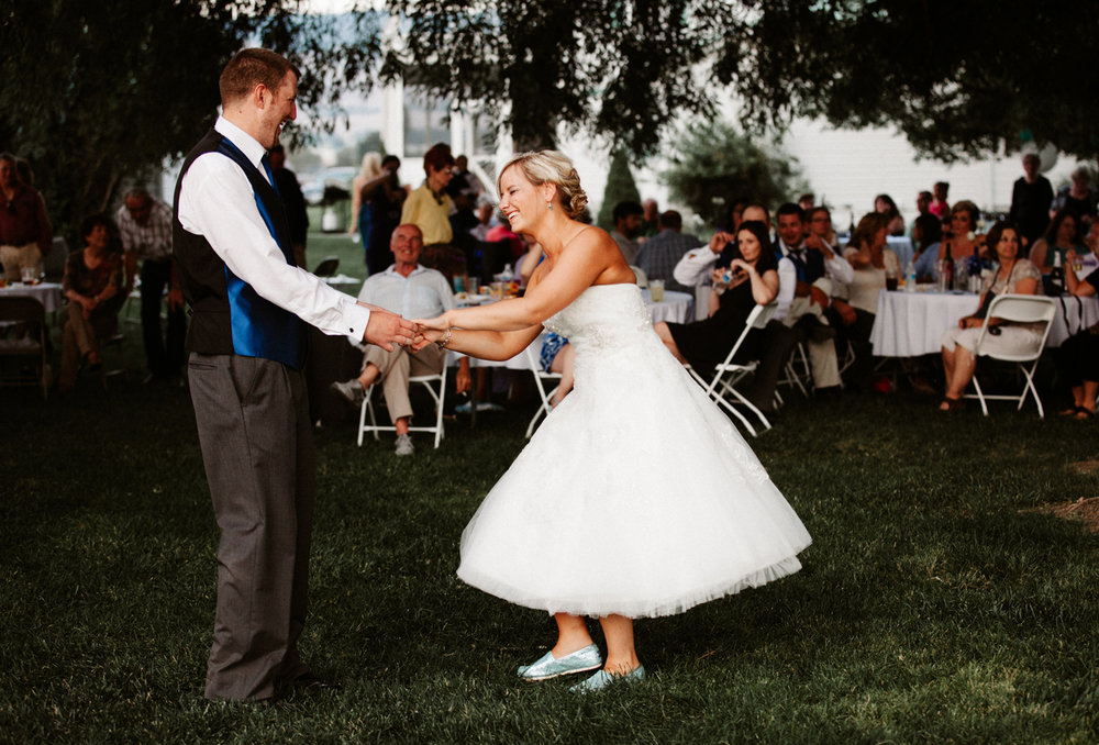 Corvallis Montana outdoor wedding photos
