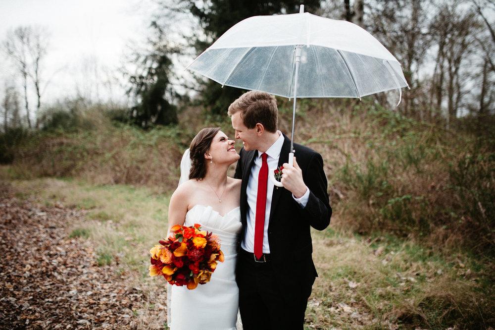 rainy washington wedding photos