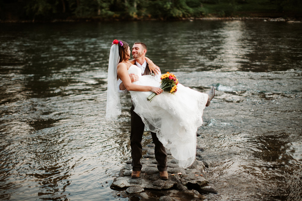 Rogue River Southern Oregon Wedding Photos