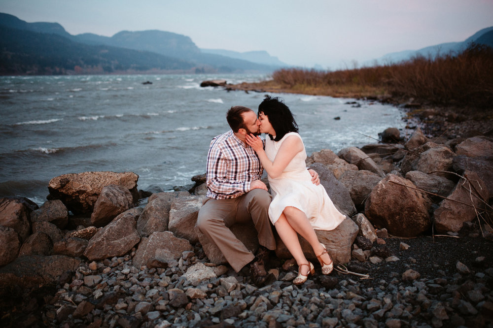 Romantic Columbia River Gorge engagement photos