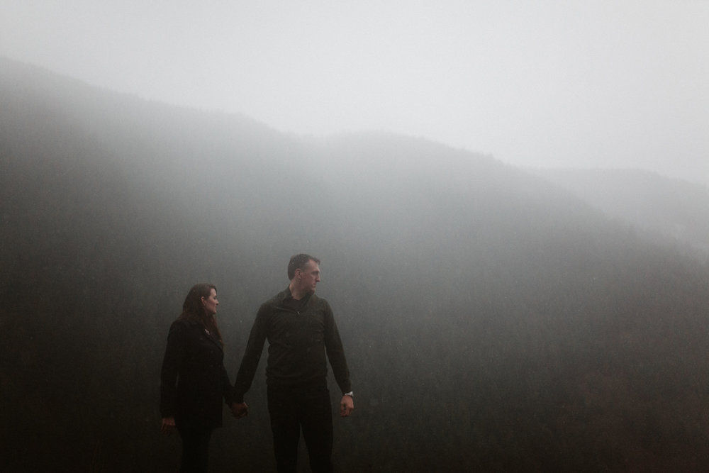 rainy oregon engagement photos
