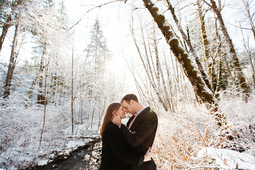 Winter engagement photo inspiration