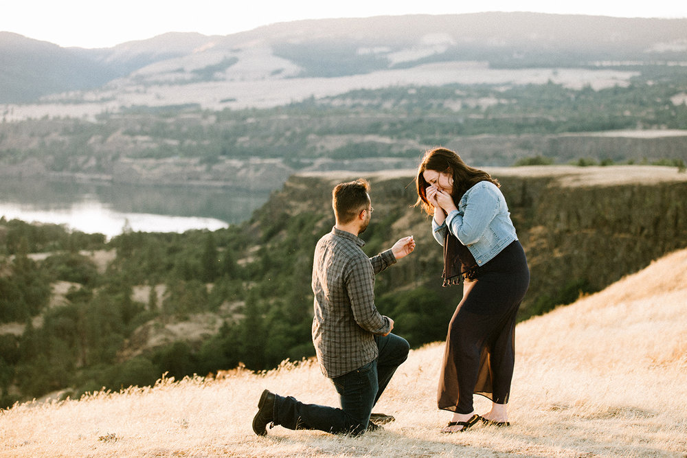 Surprise Proposal at Rowena Crest in the Columbia River Gorge