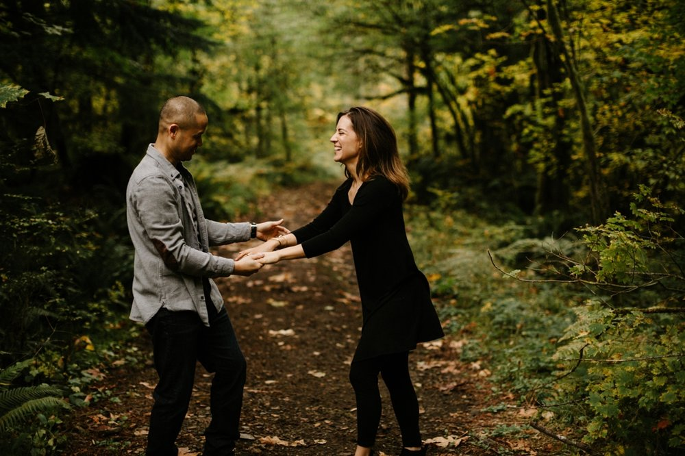 Playful Portland Engagement Photos in the Columbia River Gorge