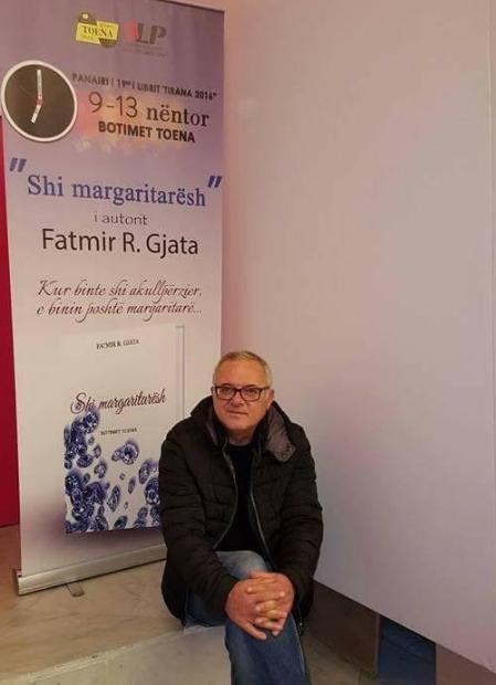 "Fatmir Gjata (Pamje nga panairi i librit ""Tirana 2016"")"
