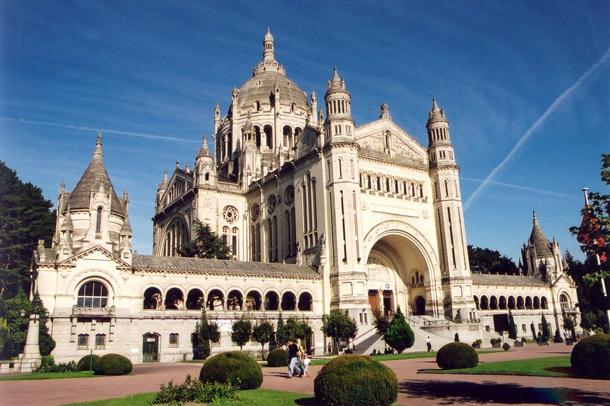 basilique-de-lisieux-j-p-pattier-ville-de-lisieux-jpg.jpg