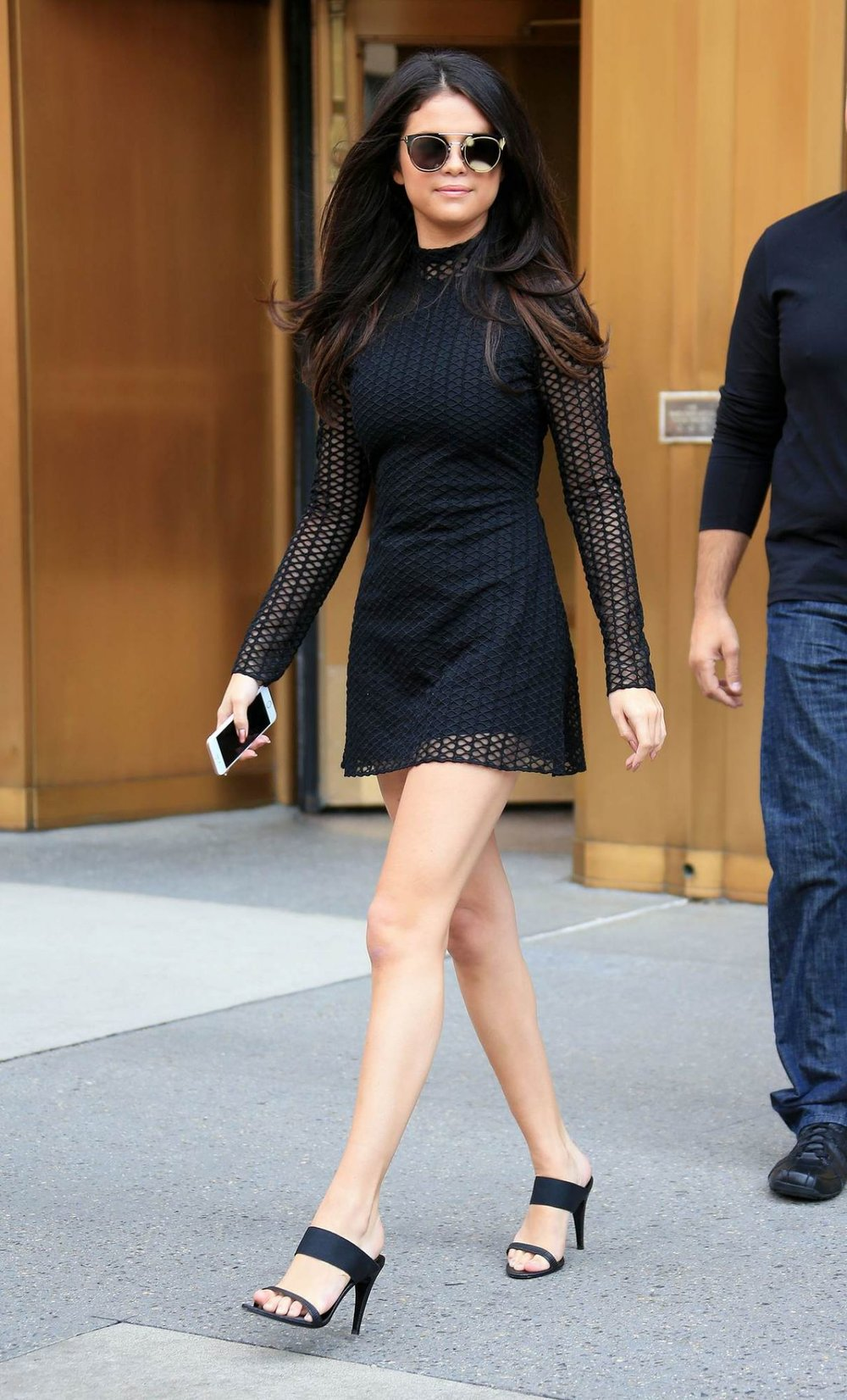selena-gomez-hot-in-mini-dress-leaving-her-hotel-in-nyc-october-2015_1.jpg
