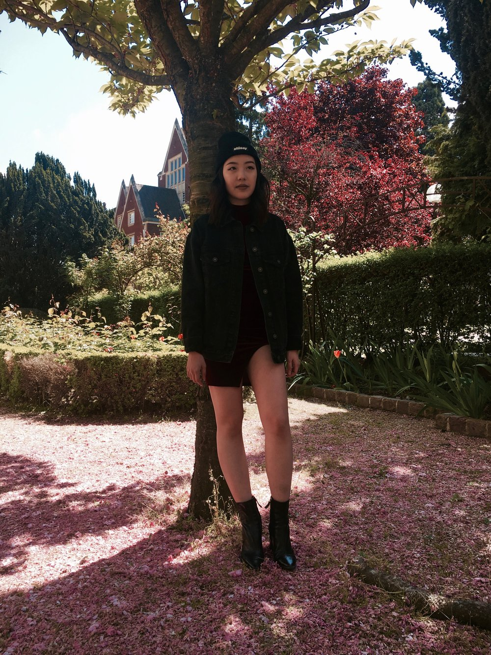 Heeyoung is wearing an Akira dress, a Bershka Collection denim jacket, a Stüssy beanie, and Zara boots.