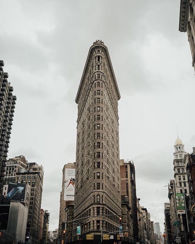 I got the shot. ⠀⠀⠀⠀⠀⠀⠀⠀⠀ ⠀⠀⠀⠀⠀⠀⠀⠀⠀ ⠀⠀⠀⠀⠀⠀⠀⠀⠀ #ExploreToCreate #LiveOutdoors #StayAdventurous #TheModernDayExplorer #Explore #VisualsCollective #ArtOfVisuals #AOV #LifeOfAdventure #LiveFolk #NYC #NewYorkCity #FlatIronBuilding #MadisonSquarePark #Architecture #ArchitecturePhotography