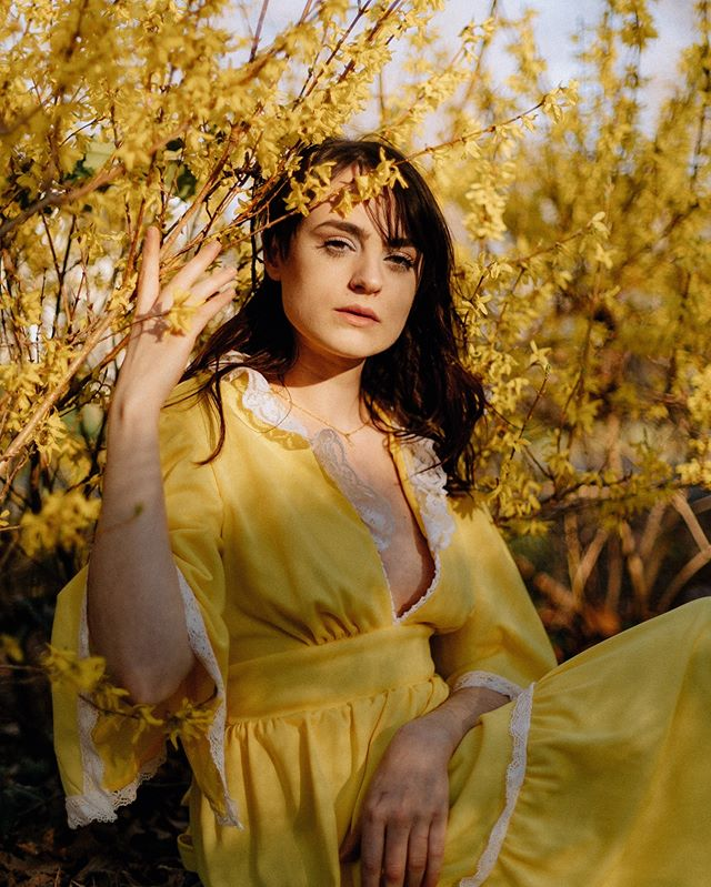 Yellow is my Pantone Color of the Year EVERY YEAR ☀️🌙🌻🌞🌼✨ PS - swipe through to the end to see the pullback of where we were shooting! 😂