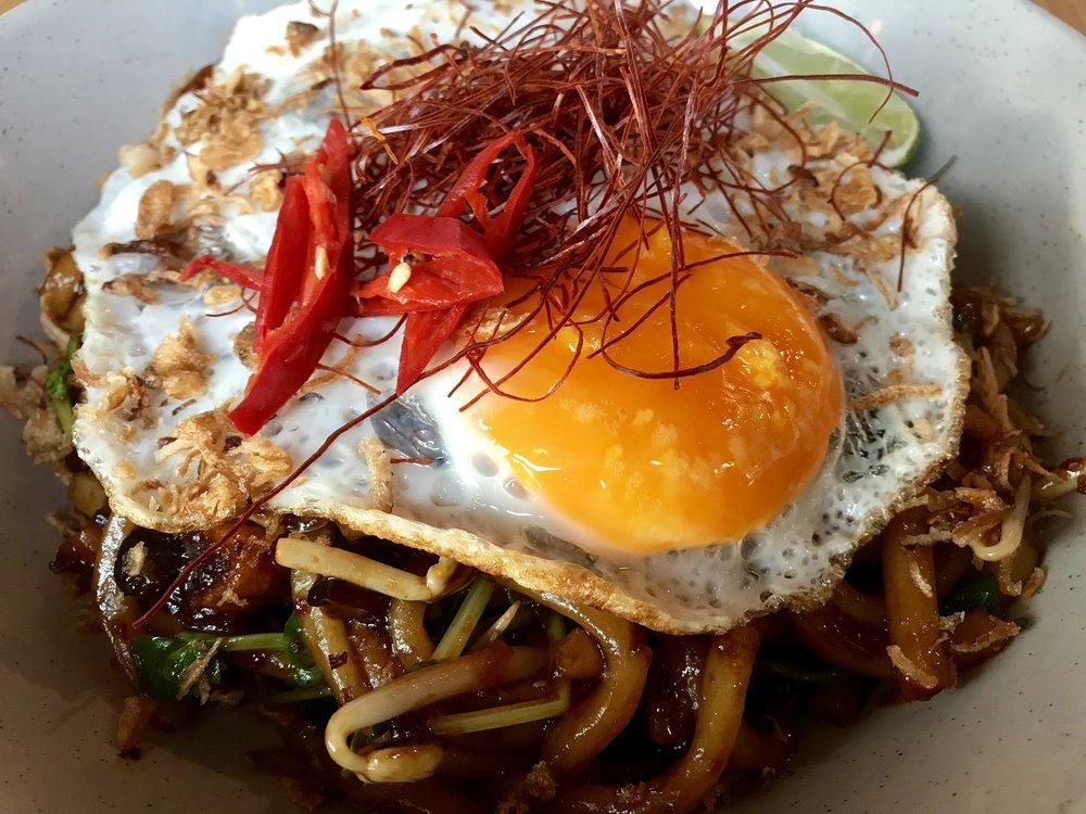 Spicy Stir Fried Udon with Glazed Tofu