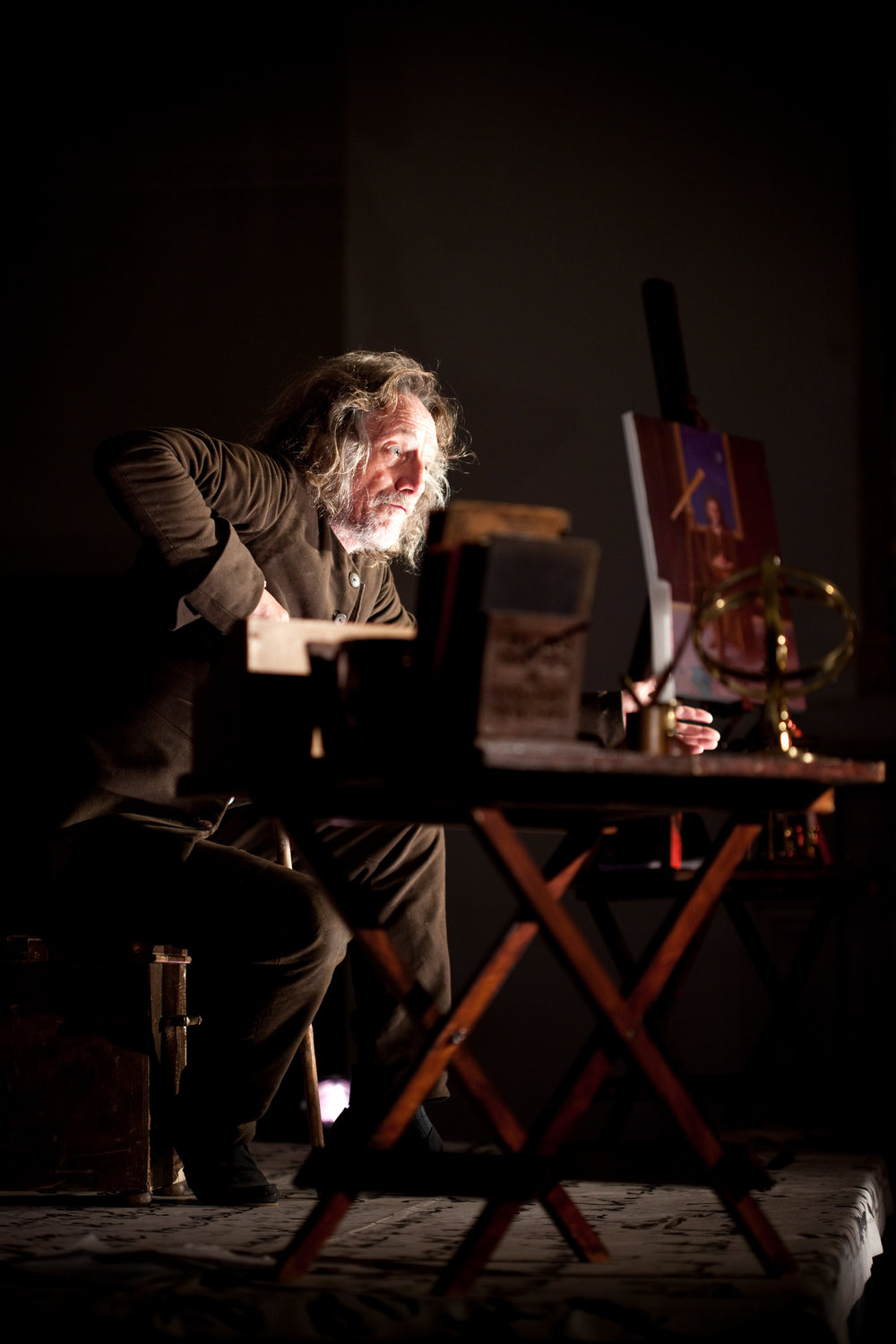 Chris Barnes as Robert Hooke