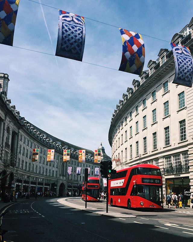 Back in our favourite city and second home, and it's practically summer all week #sweatin 🌞Wuuuut #regentstreet