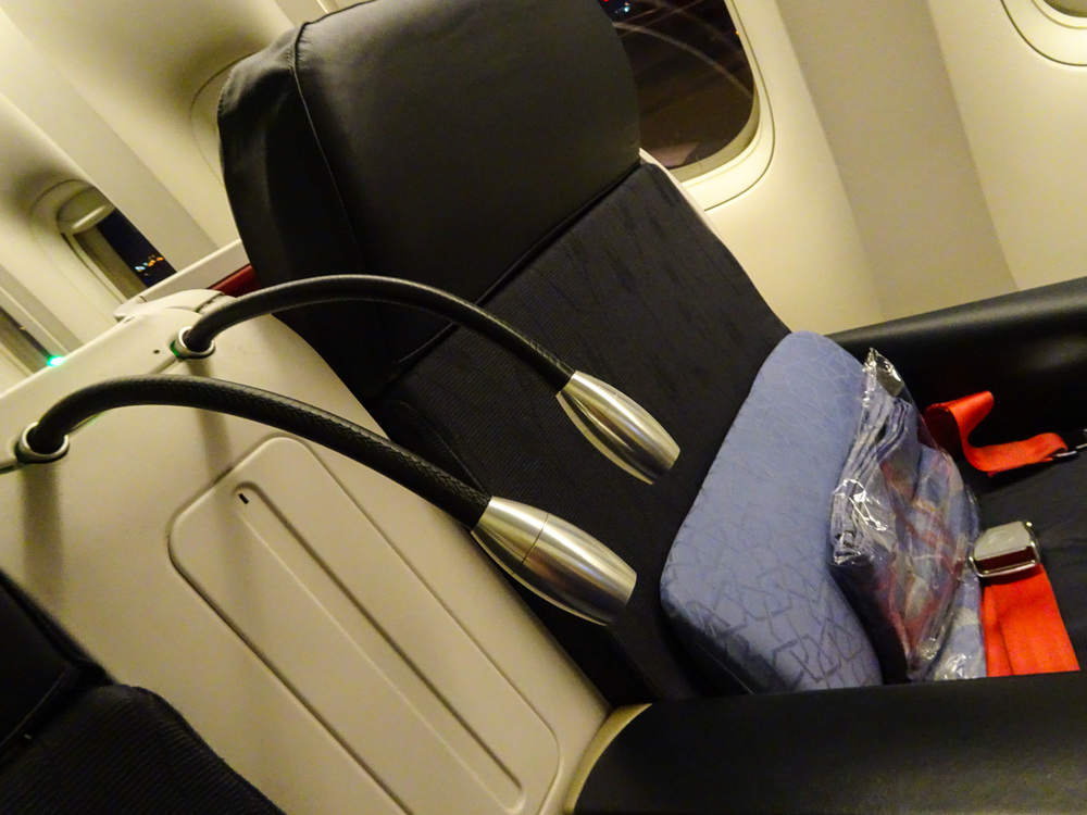 Reading Lamps Business Class Turkish Airlines 777   Photo:  Calvin Wood