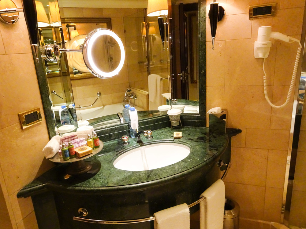 Vanity Area - Phoenicia Hotel Beirut   Photo:  Calvin Wood