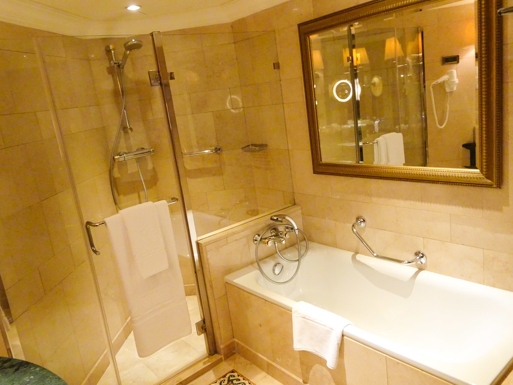 Shower & Bath - Phoenicia Hotel Beirut   Photo:  Calvin Wood