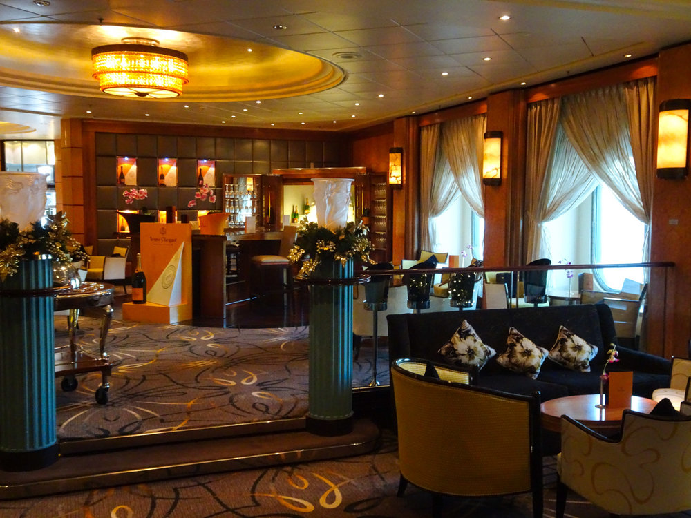 The Vueve Clicquot Champagne Bar - The Queen Mary 2   Photo:  Calvin WOod