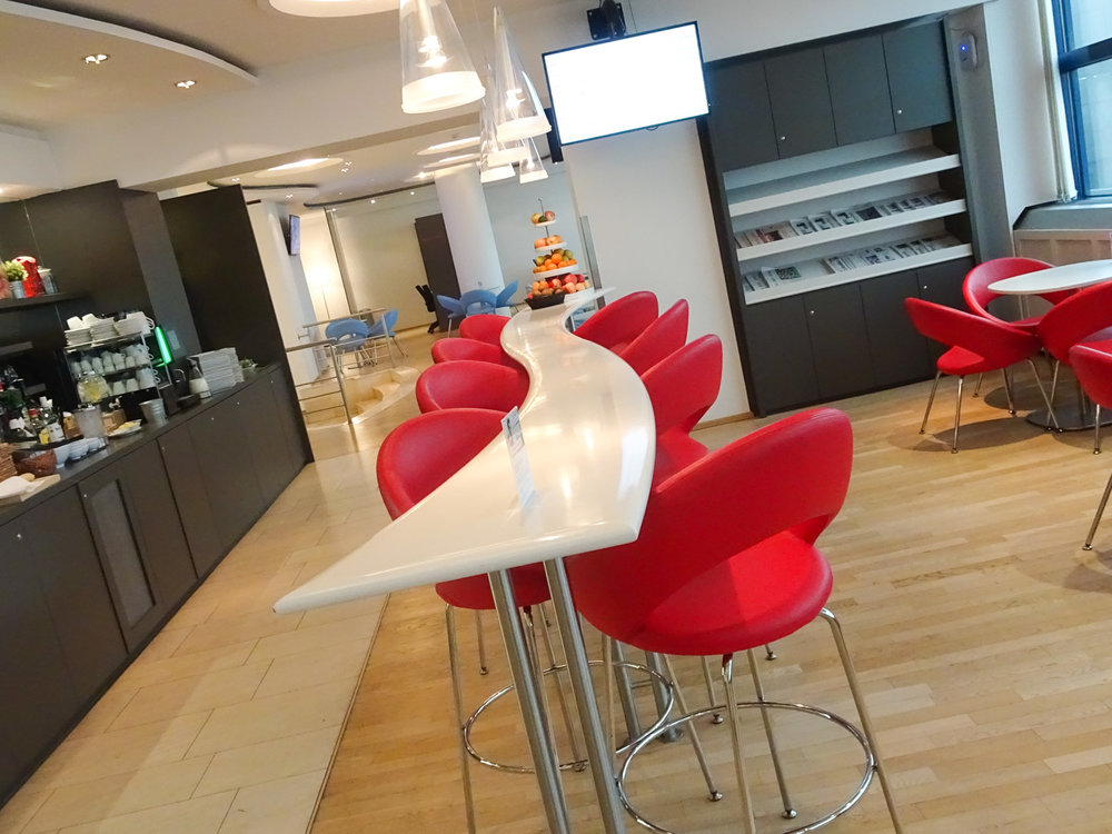 Bar Seating - Austrian Airlines Business Lounge - Vienna Terminal D   Photo: Calvin Wood