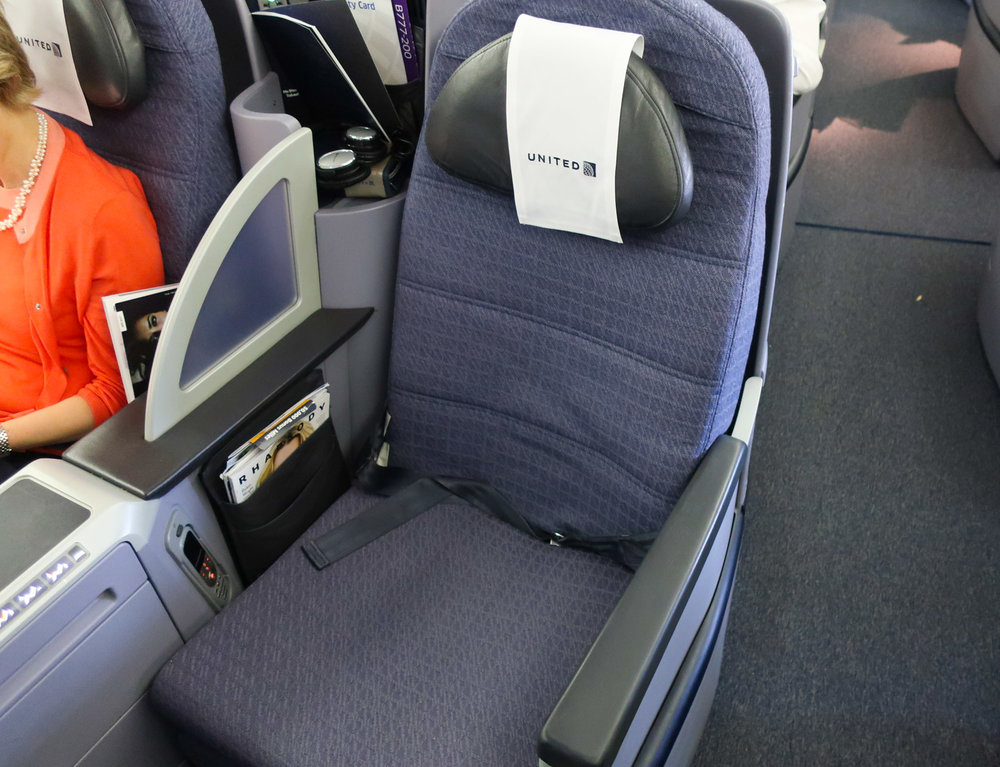 Business Class Seat Boeing 777 - United Airlines  Photo: Calvin Wood