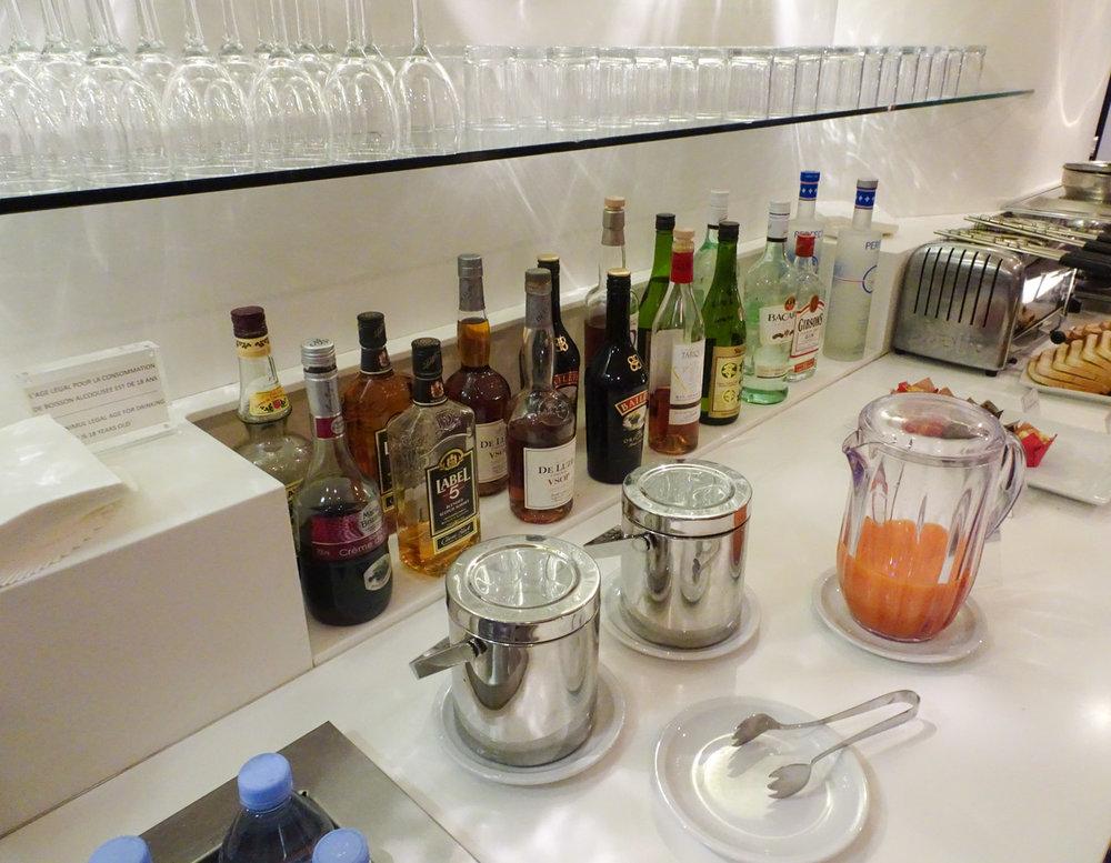 Spirits - Star Alliance Lounge - Paris  Photo: Calvin Wood