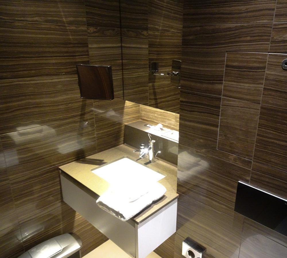 Showers - Air Canada Lounge - London Heathrow  Photo: Calvin Wood