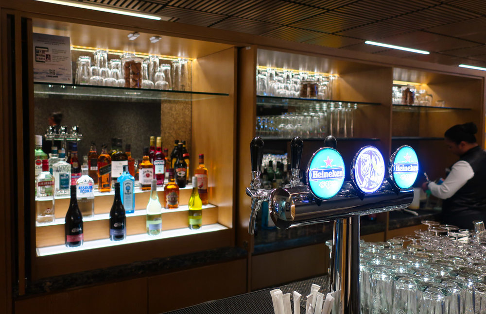 A Fully Stocked Bar - Singapore Airlines Lounge Hong Kong - Photo: Calvin Wood