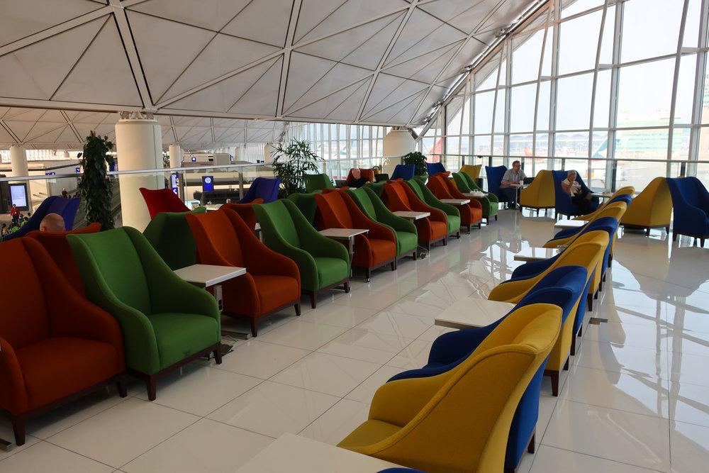 Lots of Seats! Royal Orchard Lounge - Hong Kong - Photo: Calvin Wood