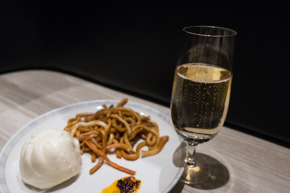 Moet and Dim Sum!  Singapore Airlines Lounge - Hong Kong   Photo: Calvin Wood