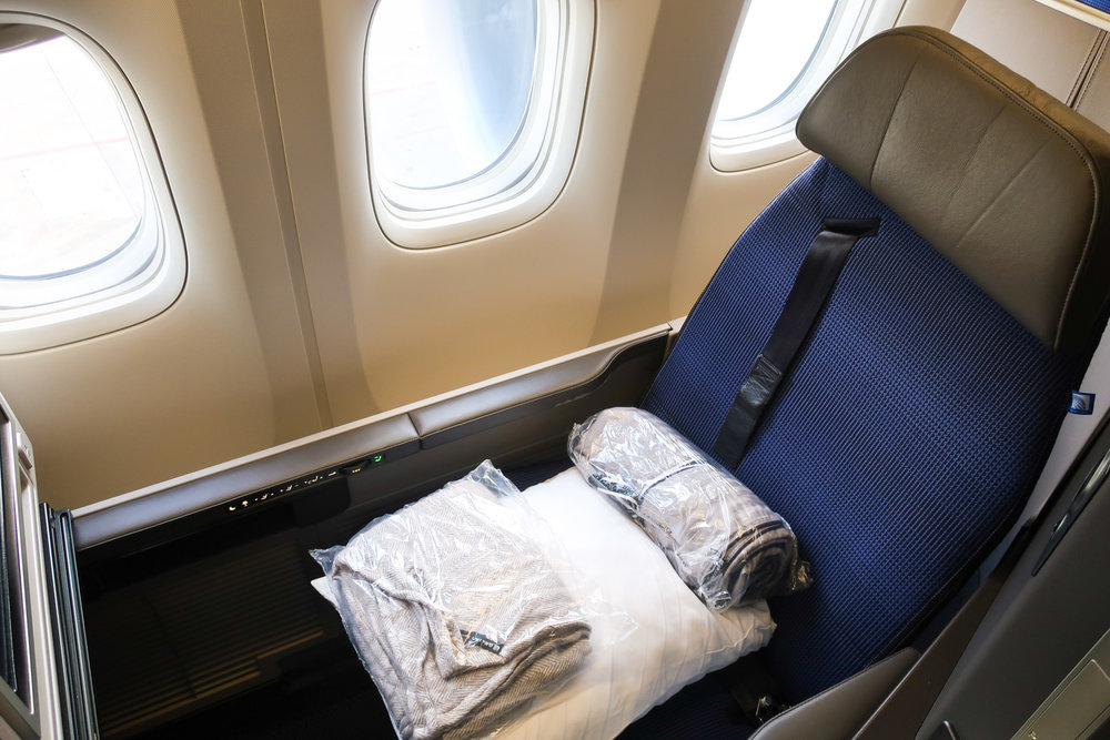 Triple Window Seat - Polaris Business Class - United 777 Photo: Calvin Wood