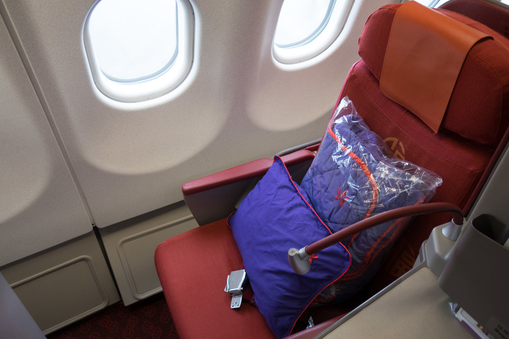 Business Class Seat - Hong Kong Airlines - A330   Photo: Calvin Wood