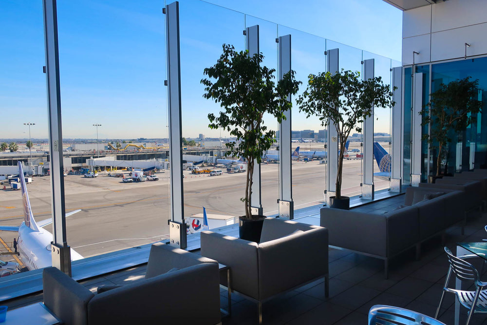Outdoor Terrace - United Club LAX    Photo: Calvin Wood
