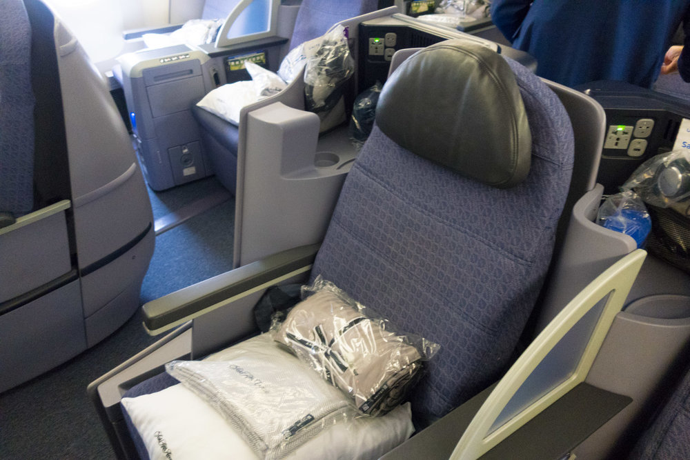 United Airlines Business Class Seat - 777-200    Photo: Calvin Wood