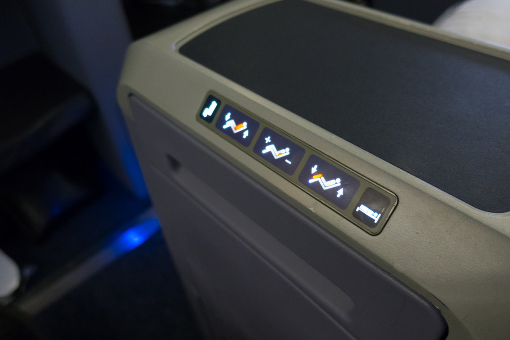 Lay Flat Seat Controls - 777-200 Business Class United Airlines    Photo: Calvin Wood