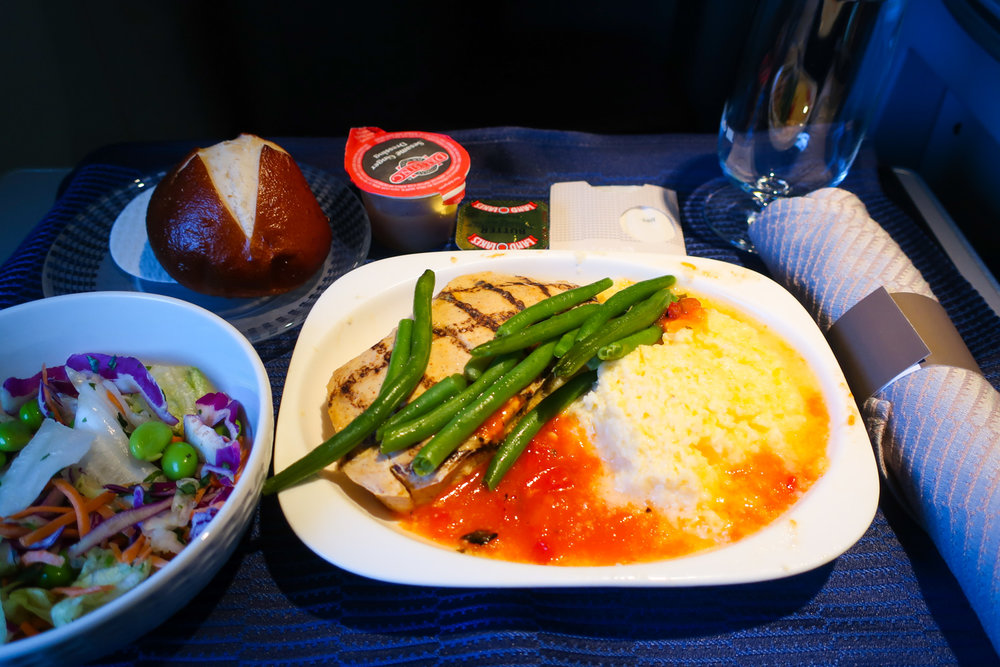 Lunch - United First Class to Hawaii    Photo: Calvin Wood