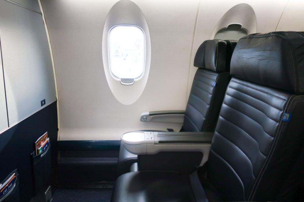 Dou Seats - United First Class CRJ-700  Photo: Calvin Wood