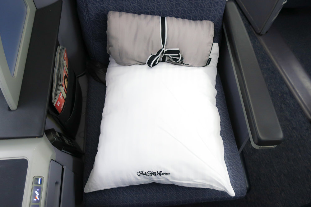 S ak's Fifth Avenue  Bedding - UA Domestic First Class Hawaii  Photo: Calvin Wood