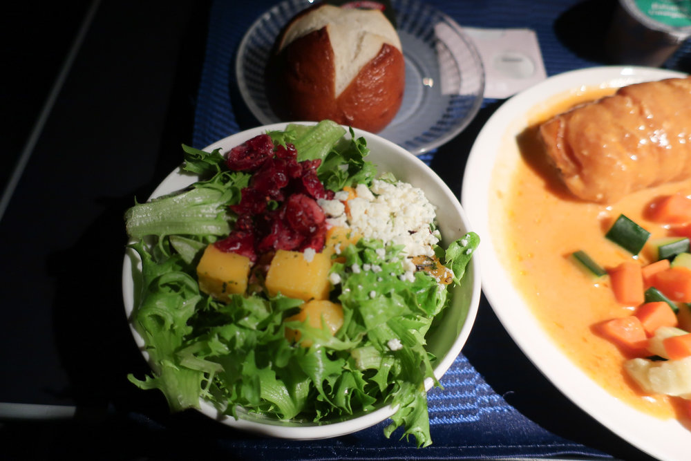 First Class Salad - United Airlines to Hawaii  Photo: Calvin Wood