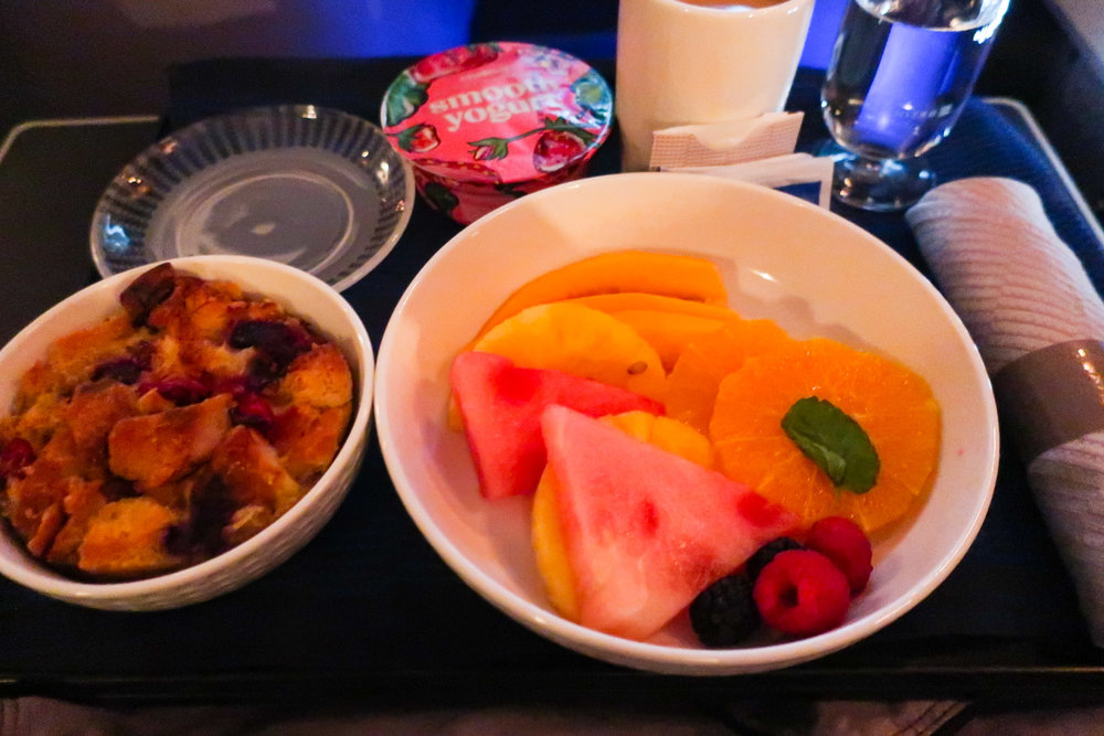 First Class Breakfast from Hawaii - United Airlines    Photo: Calvin Wood