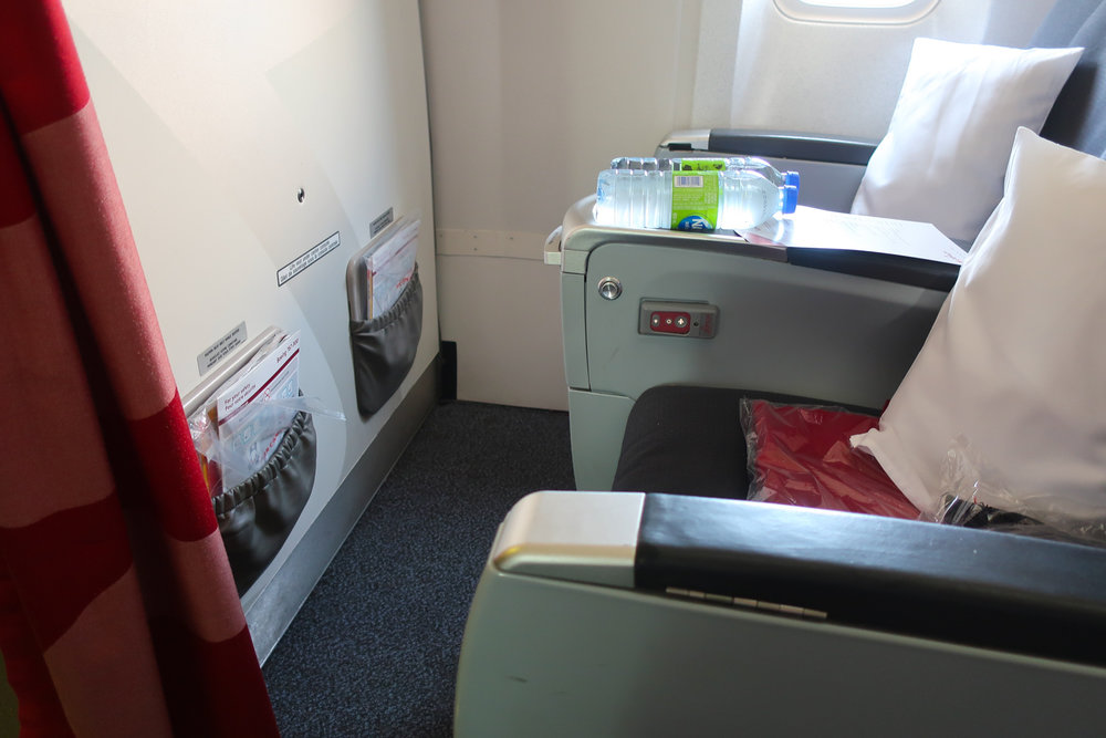 Bulkhead - Premium Rouge Economy B767    Photo: Calvin Wood