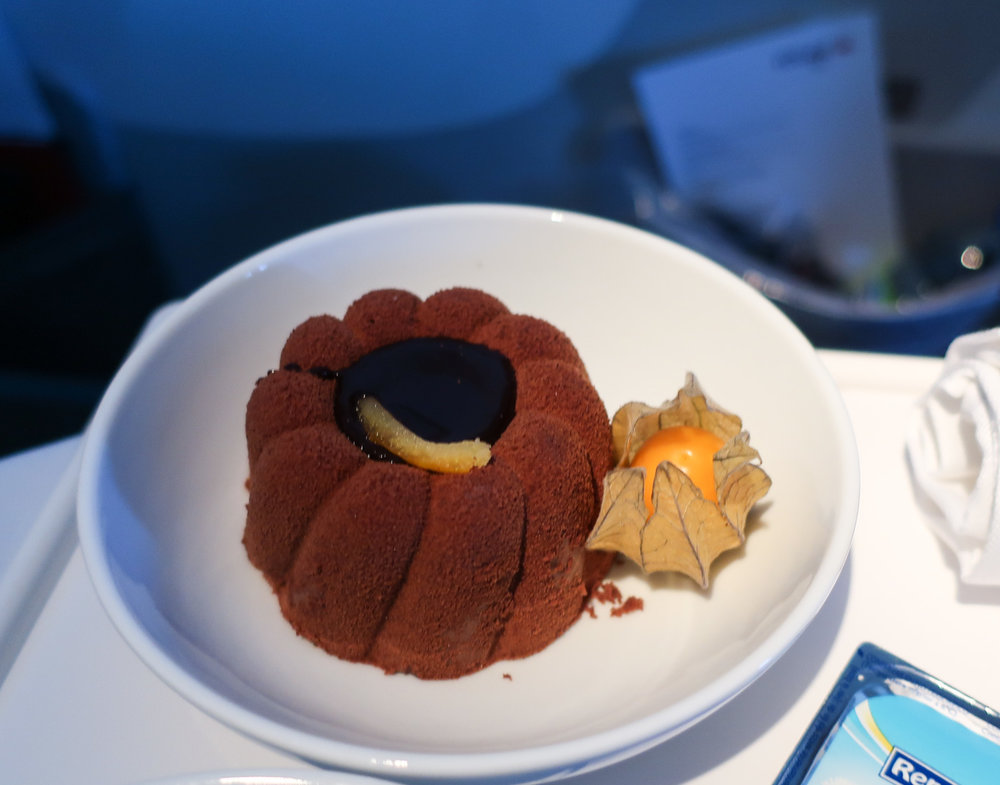 Hot Chocolate Cake - Air Canada Premium Rouge  B 767    Photo: Calvin Wood