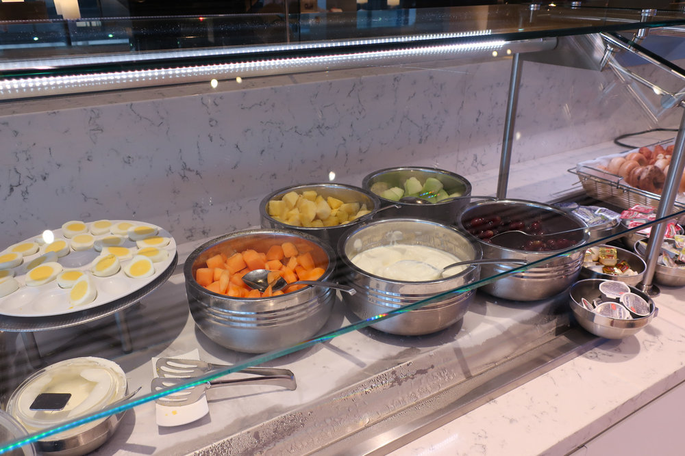Breakfast Buffet - United Club Terminal A Newark  Photo: Calvin Wood