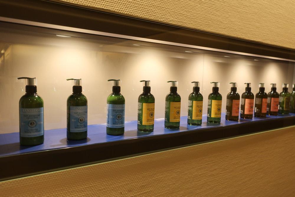Shower Facilities - LH Welcome Lounge Frankfurt  Photo: Calvin Wood
