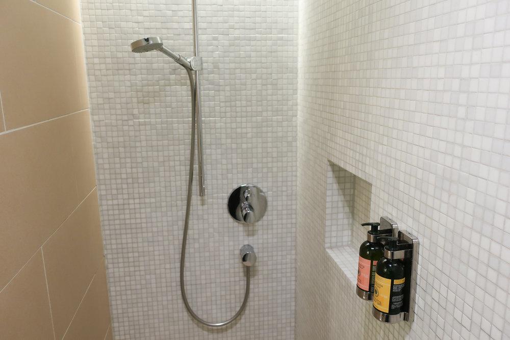 Showers - Lufthansa Welcome Lounge Frankfurt  Photo: Calvin Wood
