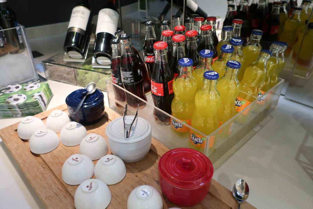 Soft Drinks - LH Welcome Lounge Frankfurt  Photo: Calvin Wood